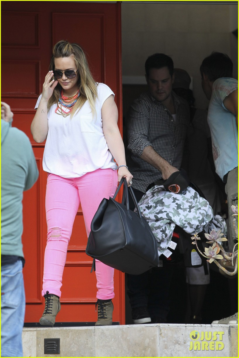 hilary duff house party with family 01