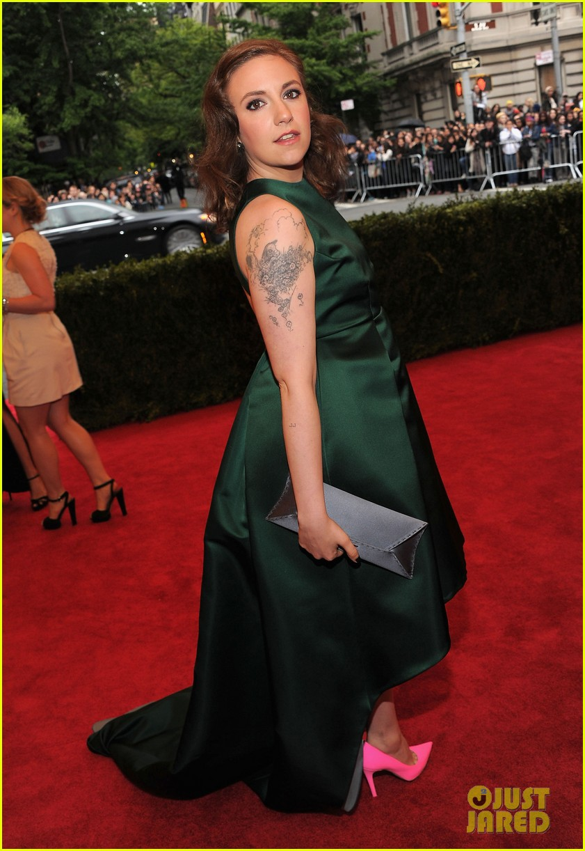 lena dunham allison williams girls at met ball 2012 02