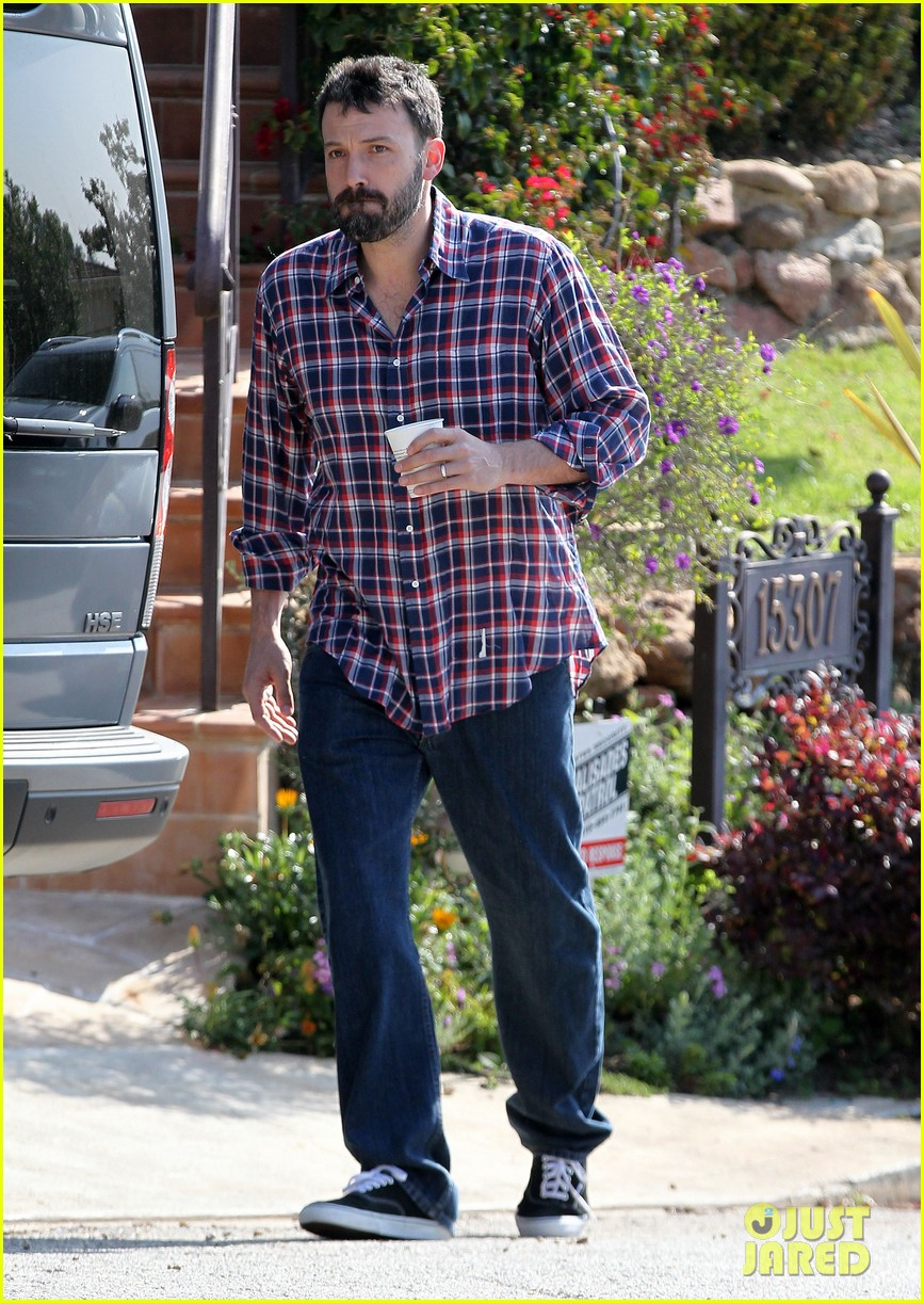 garner affleck saturday errands 02