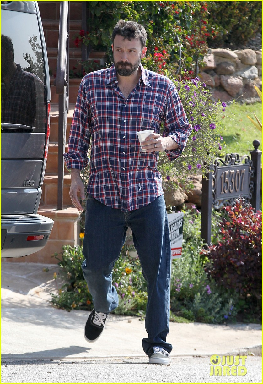 garner affleck saturday errands 092657476