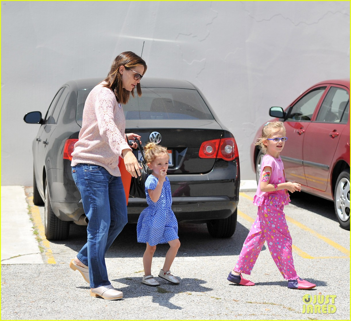 garner affleck saturday errands 132657480