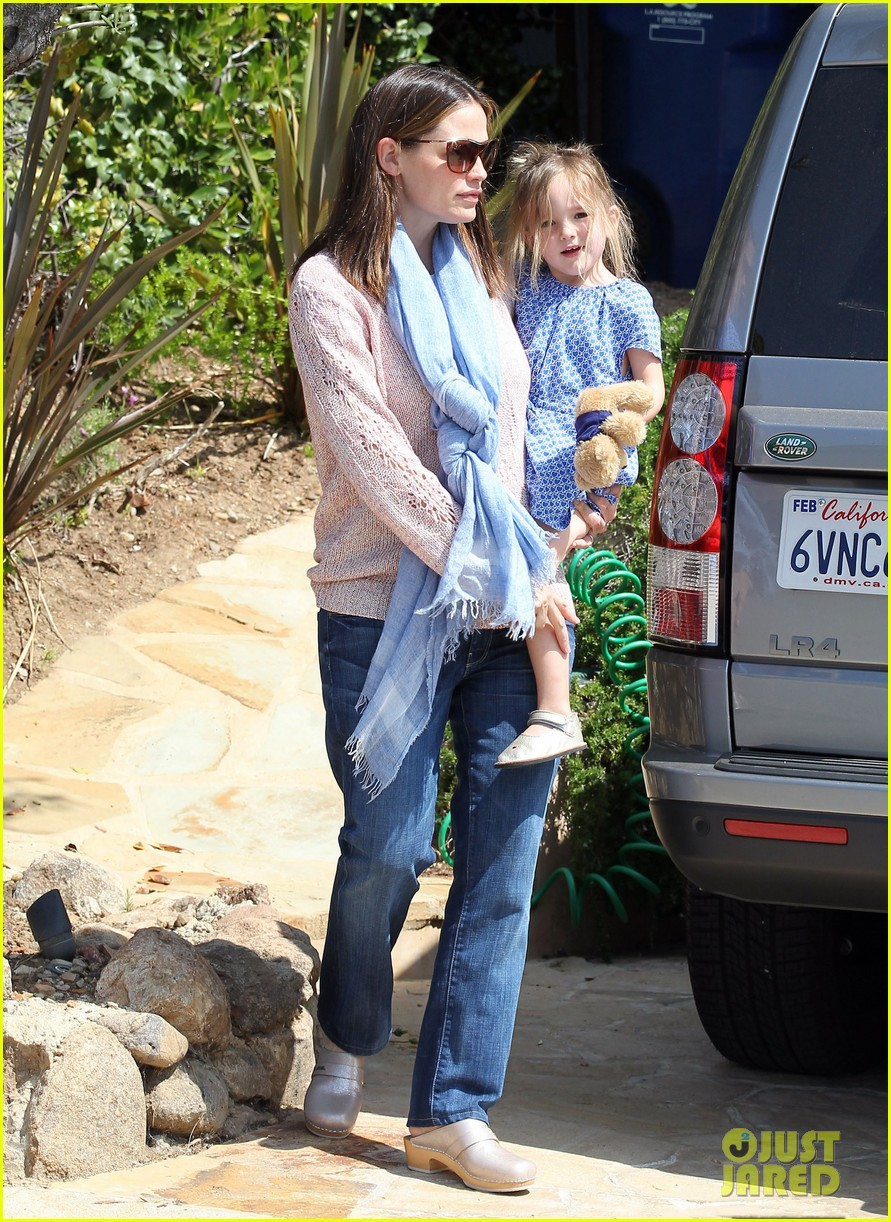 garner affleck saturday errands 162657483