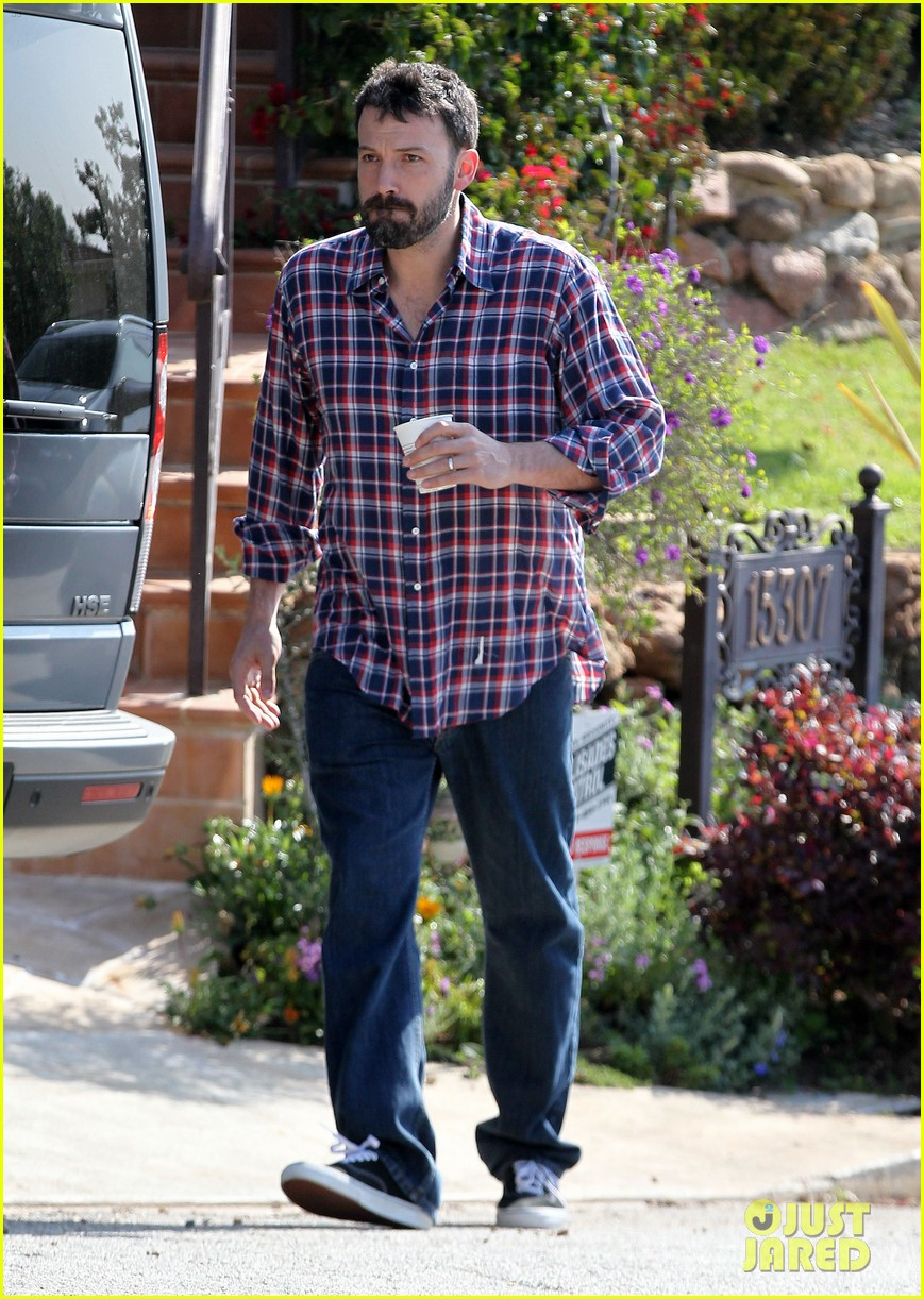 garner affleck saturday errands 172657484