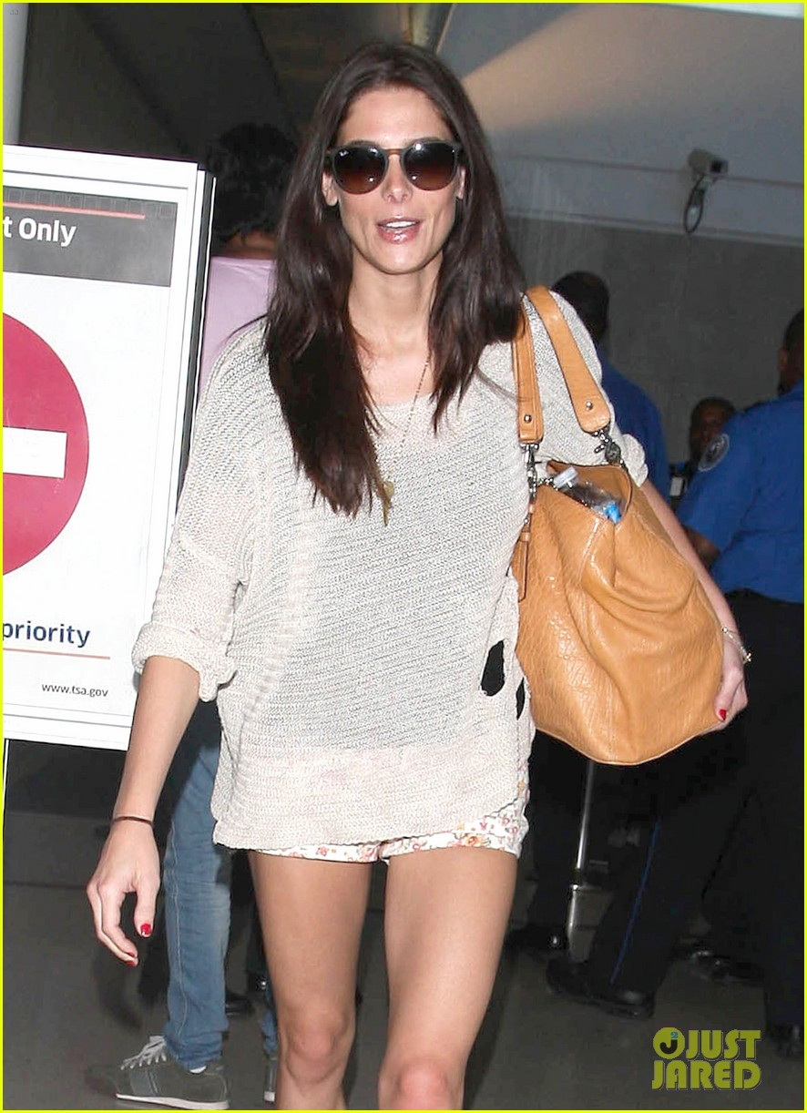 ashley greene lax landing 02