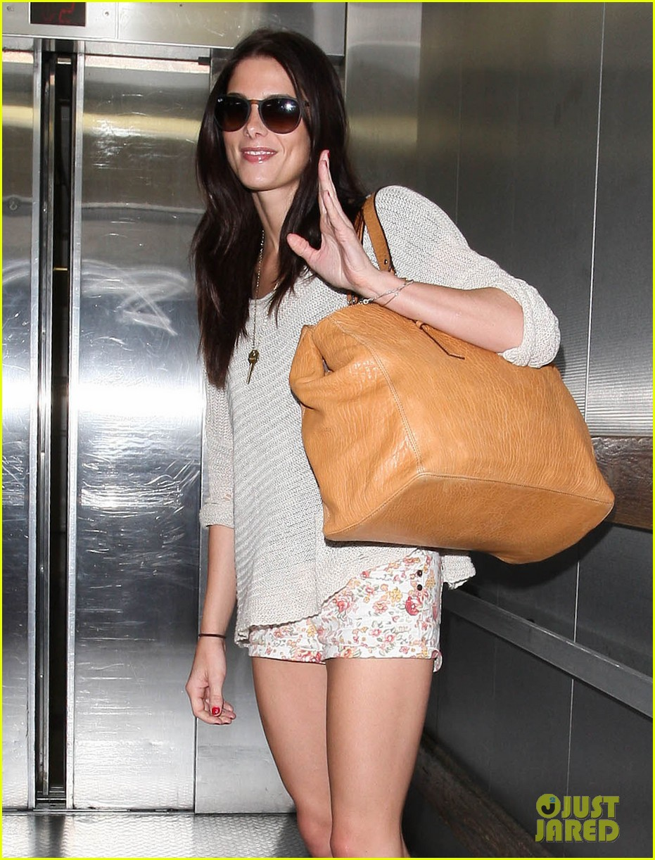ashley greene lax landing 09