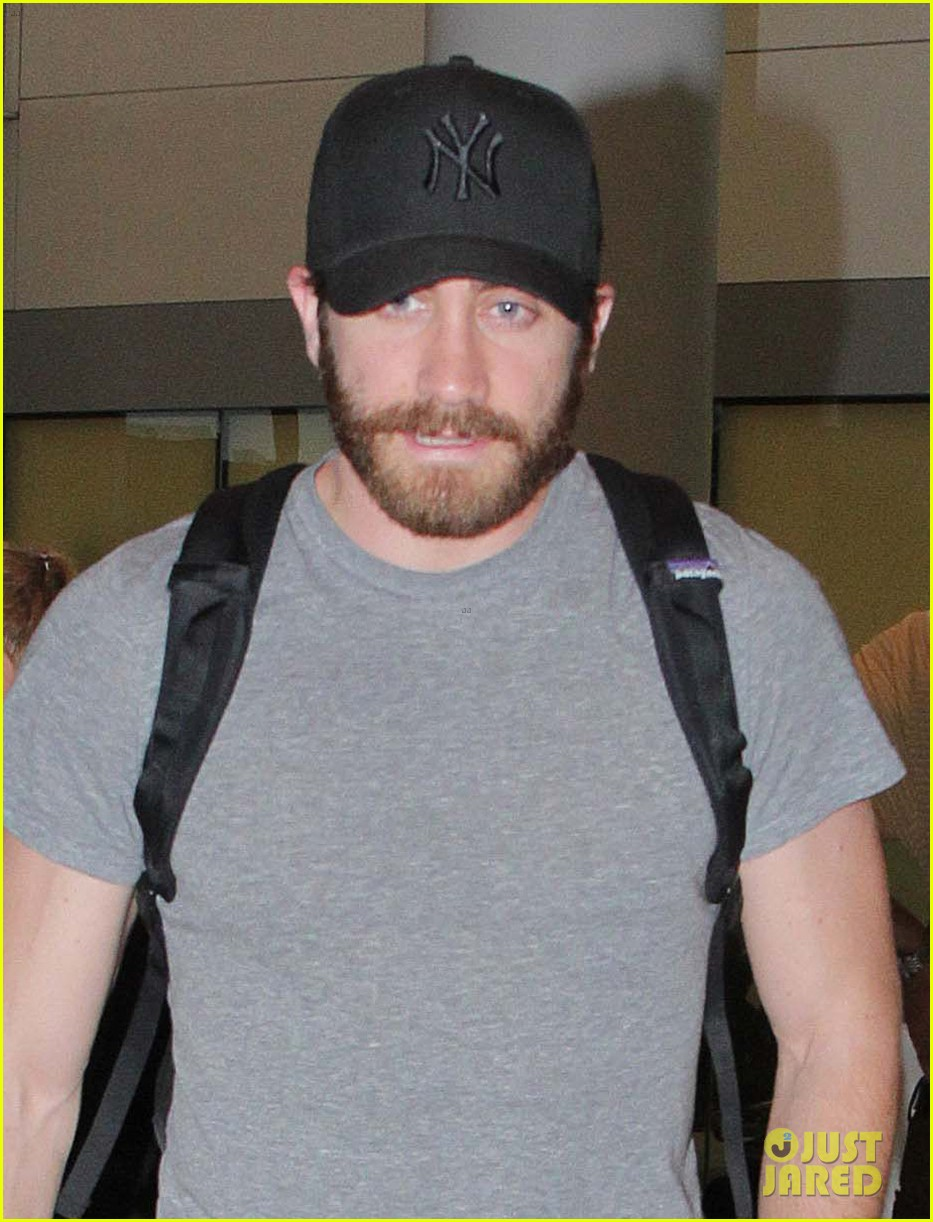 jake gyllenhaal yankees fan in toronto 042667325