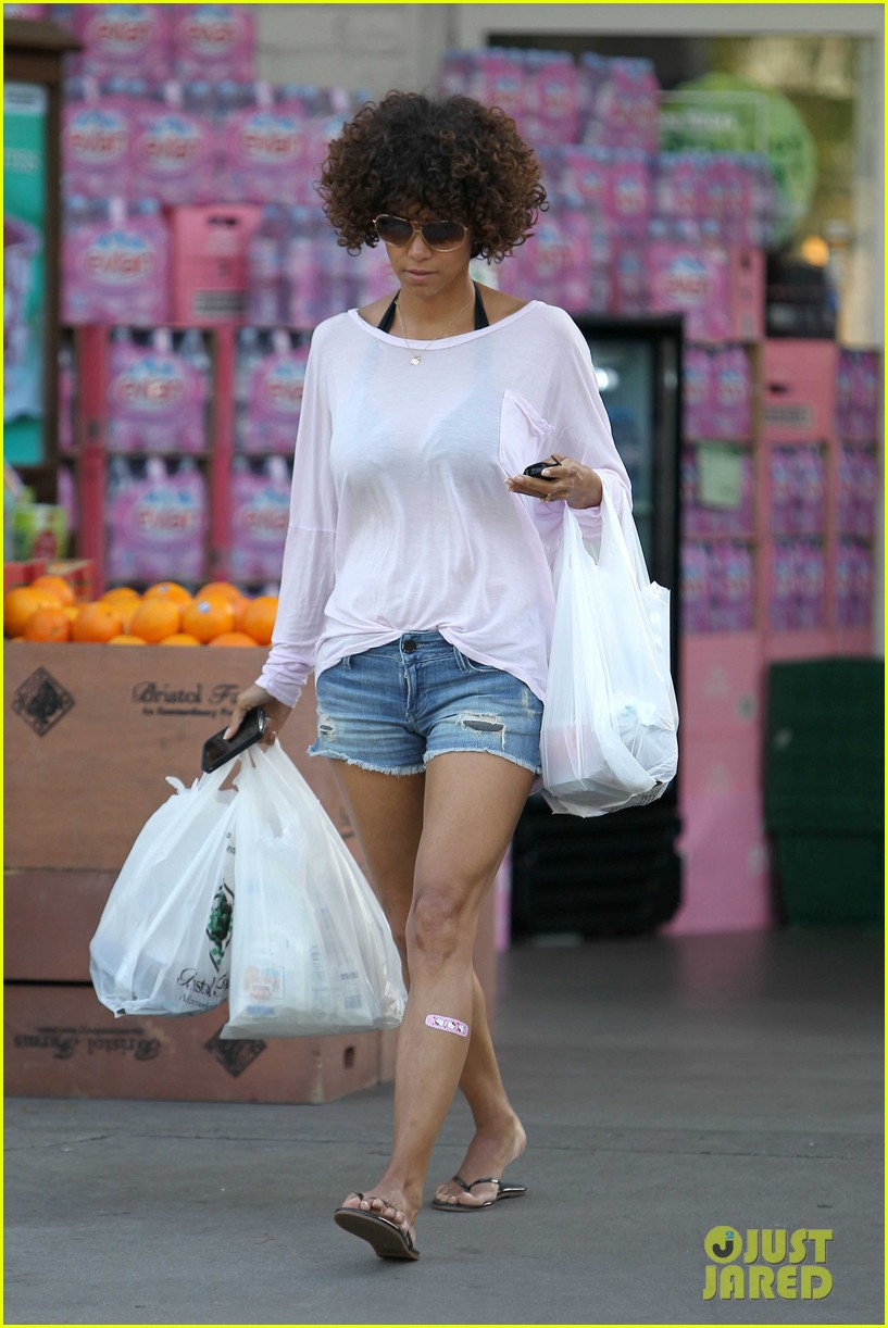 halle berry bristol farms 01