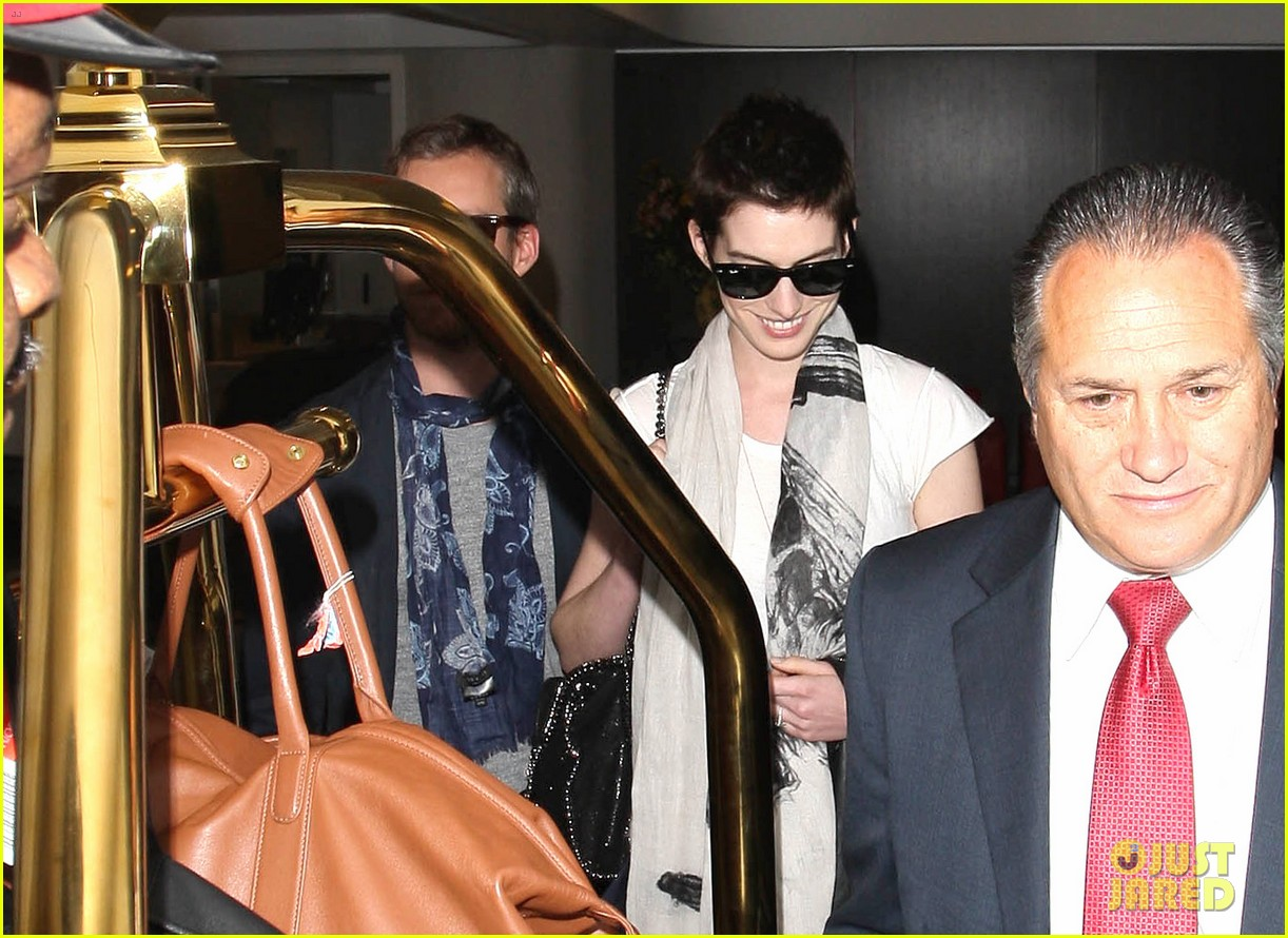 anne hathaway ex released from jail 05
