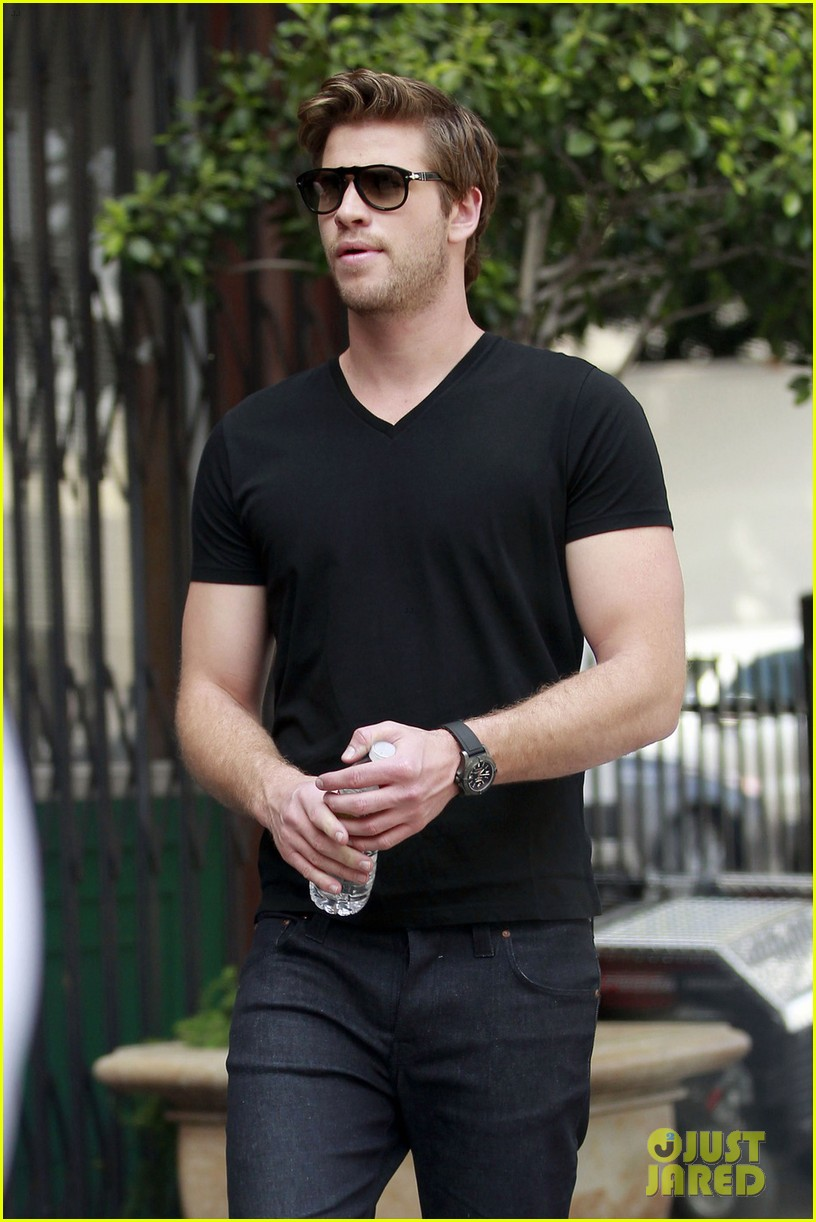 liam hemsworth mens health shoot 052656029