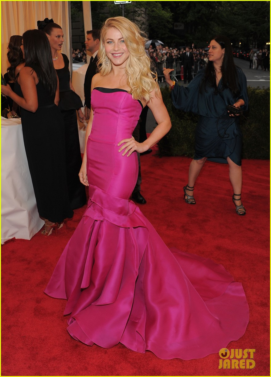 julianne hough ryan seacrest 2012 met ball 02