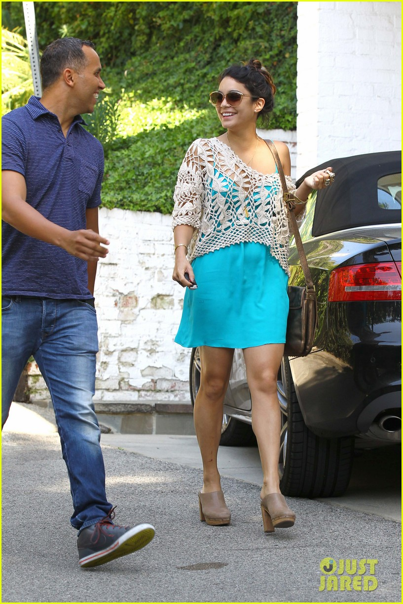 vanessa hudgens visiting a friend 01