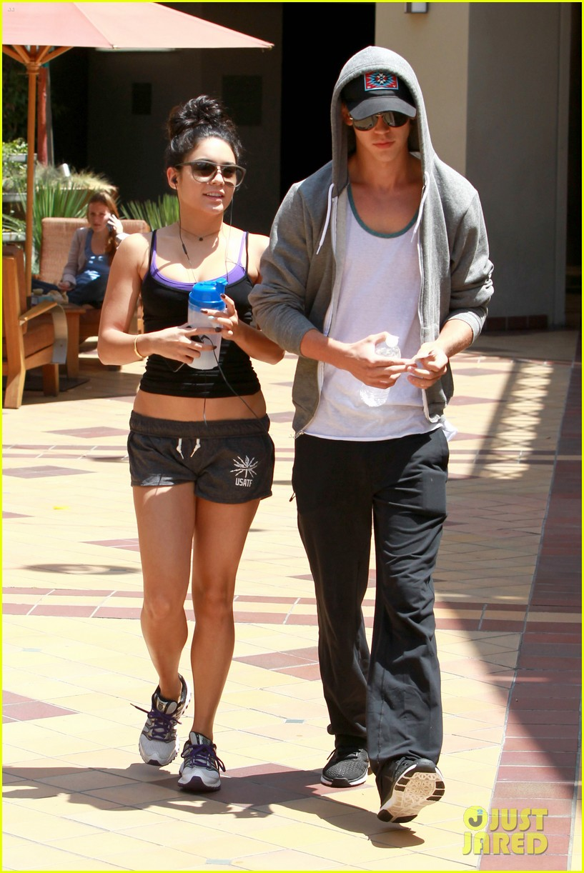 Vanessa Hudgens & Austin Butler: Pilates Pair