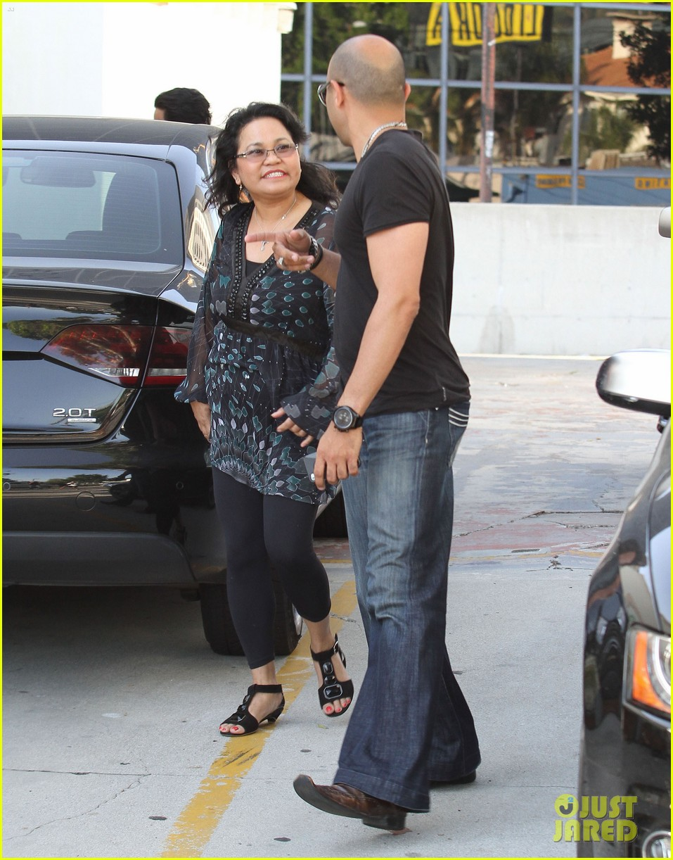 vanessa austin out to lunch with mom 06