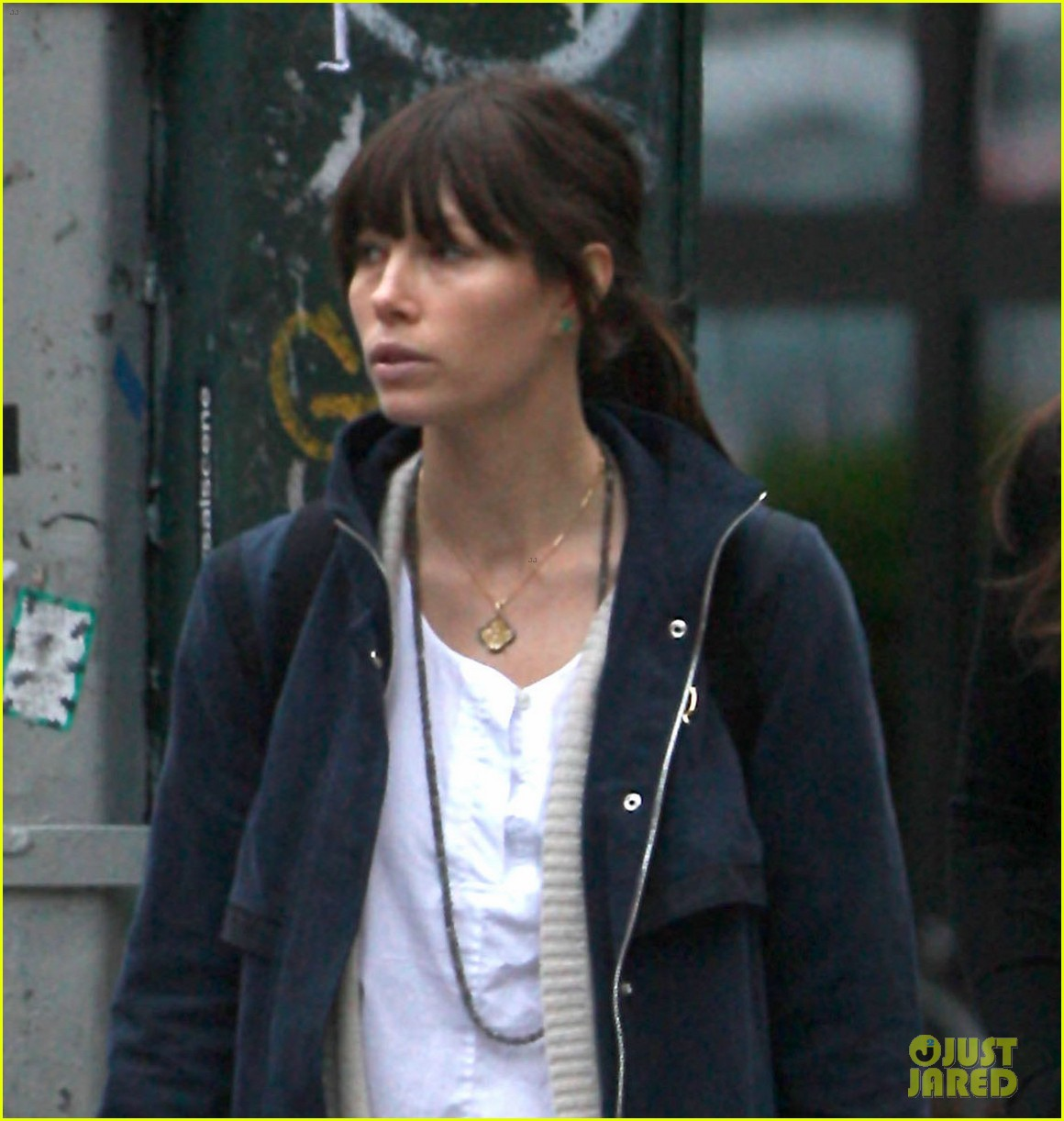 jessica biel nyc shopping trip 02