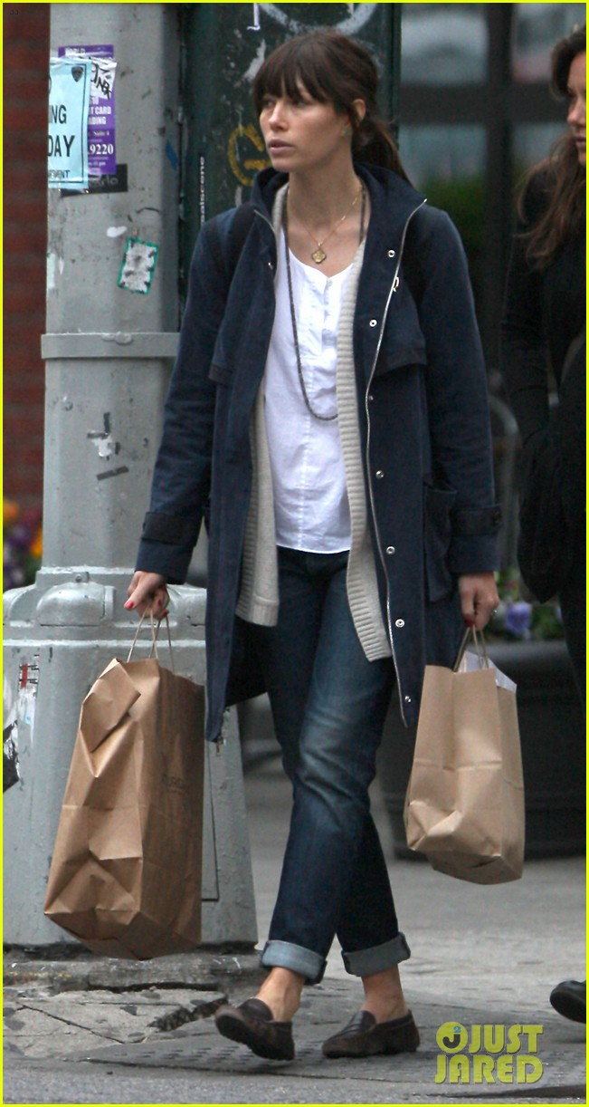 jessica biel nyc shopping trip 03