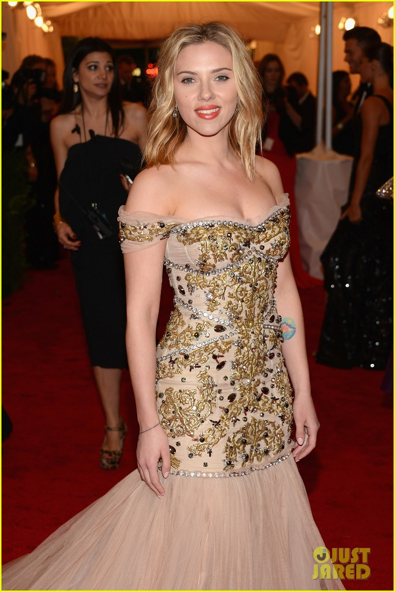 scarlett johansson met ball 2012 04