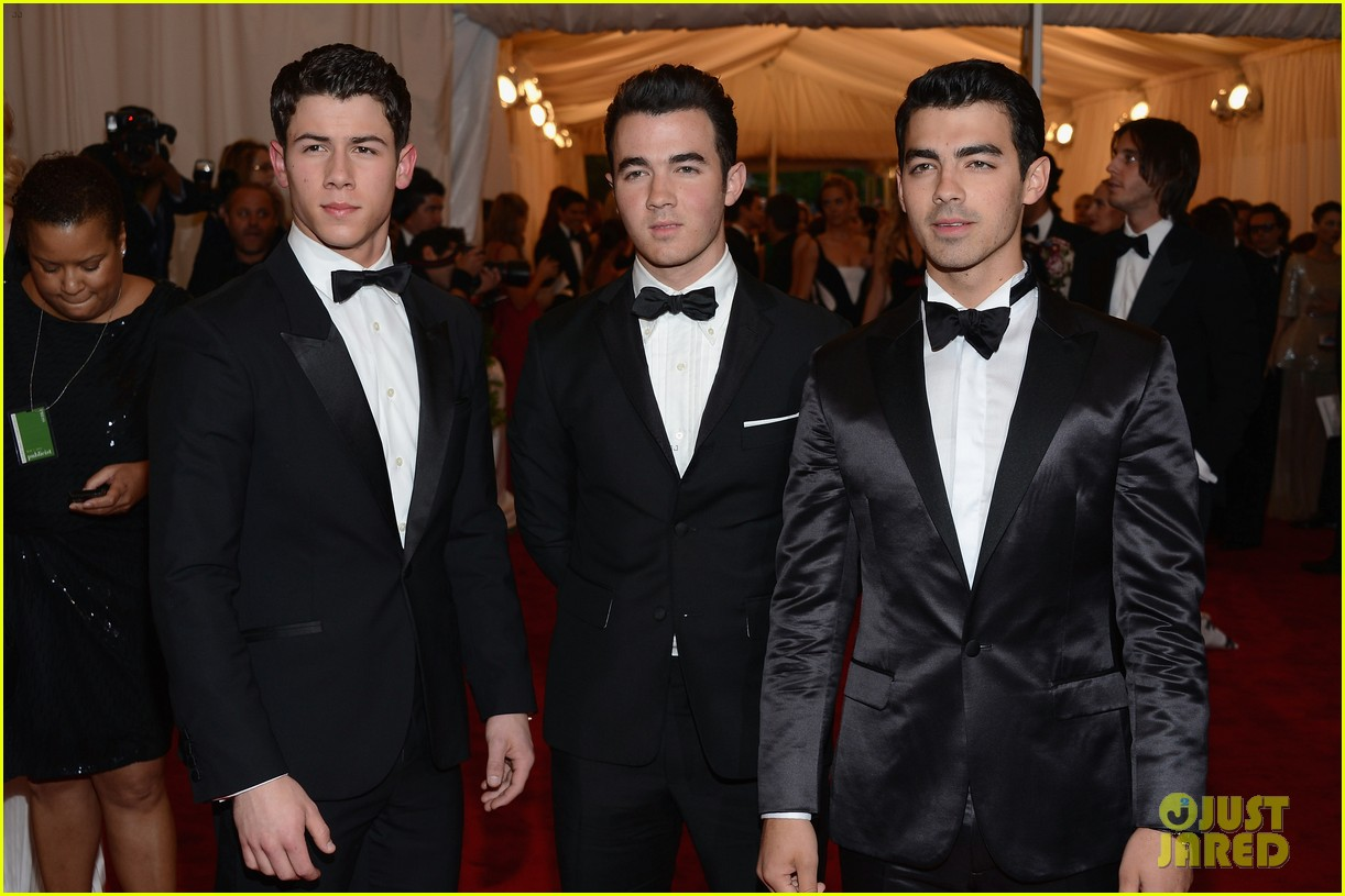 jonas brothers met ball 2012 01