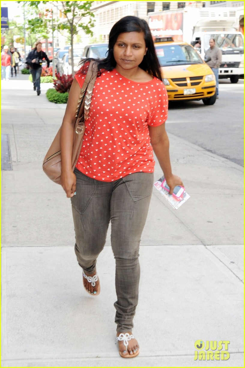 mindy kaling makeup free 04