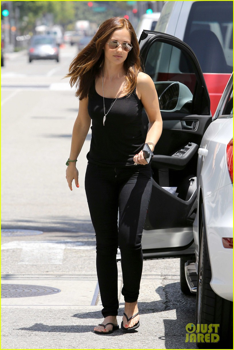 minka kelly police officer errands 062659239