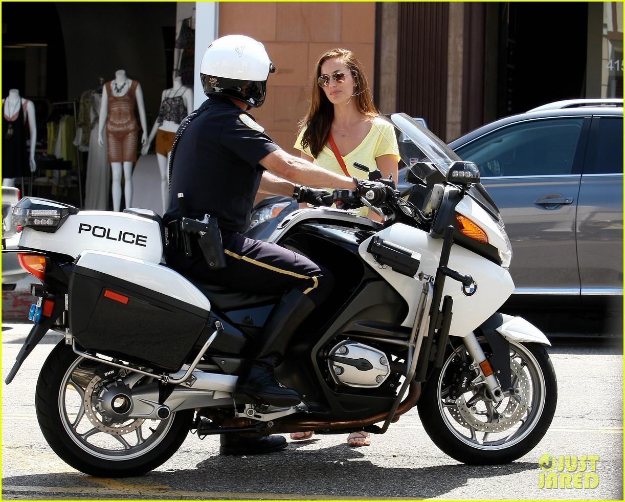 minka kelly police officer errands 20