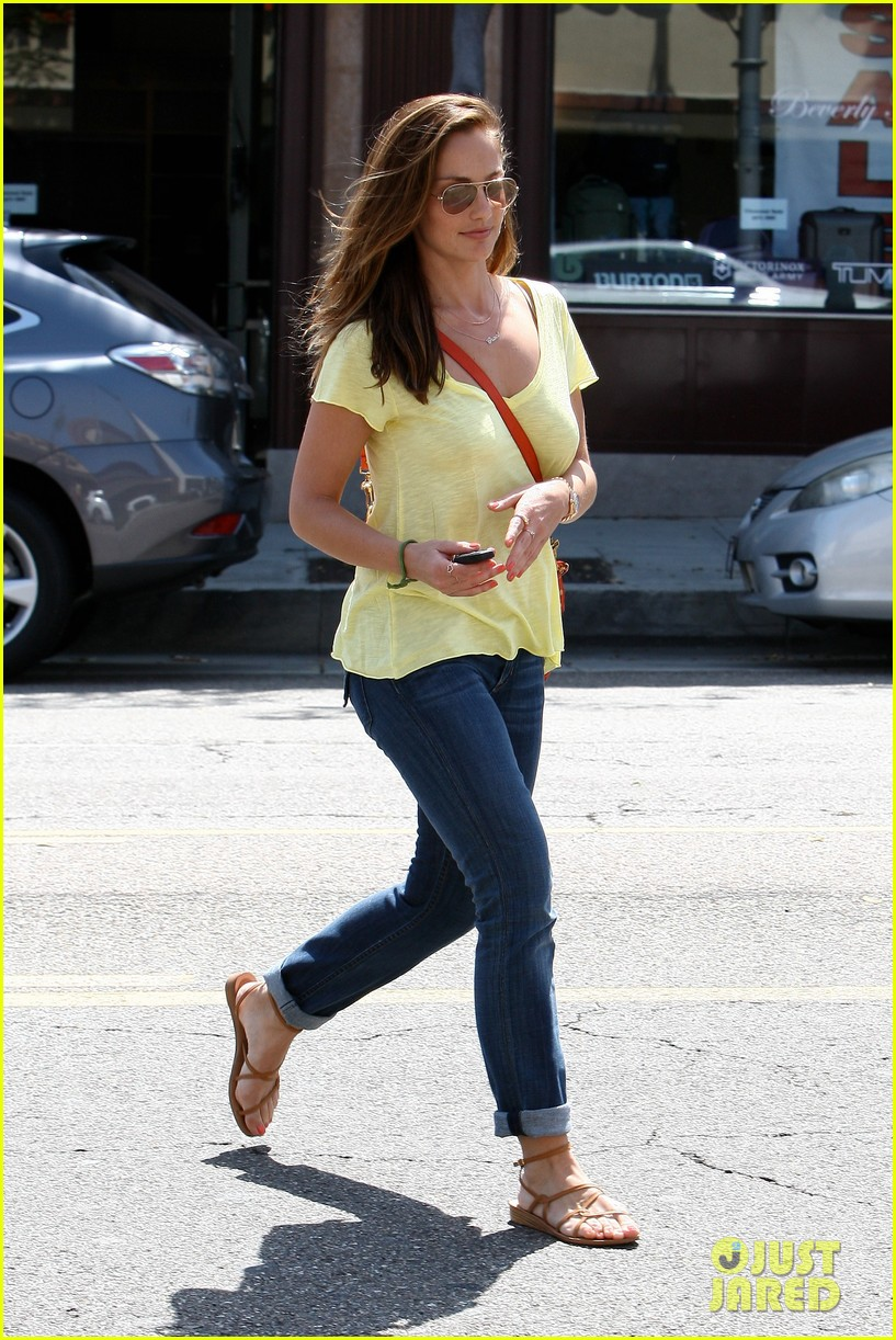 minka kelly police officer errands 26