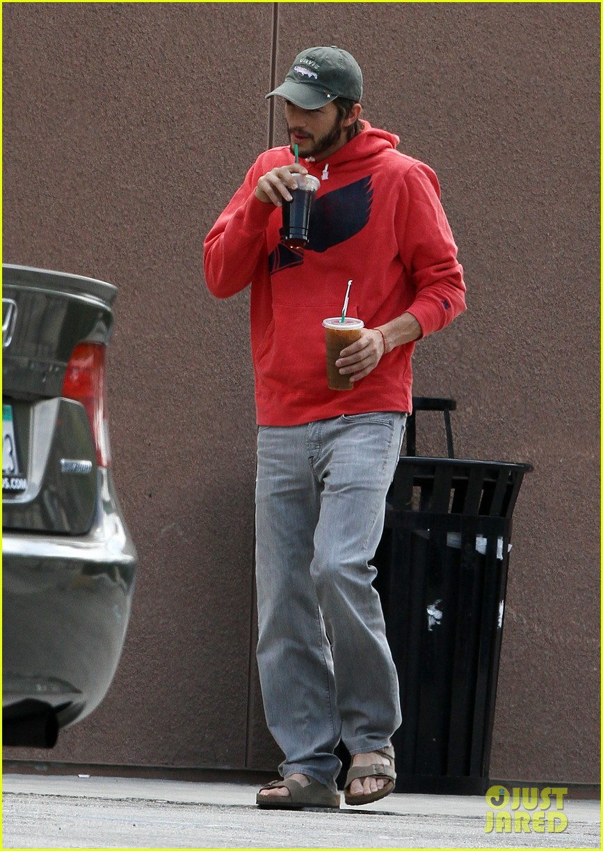 ashton kutcher coffee break 03
