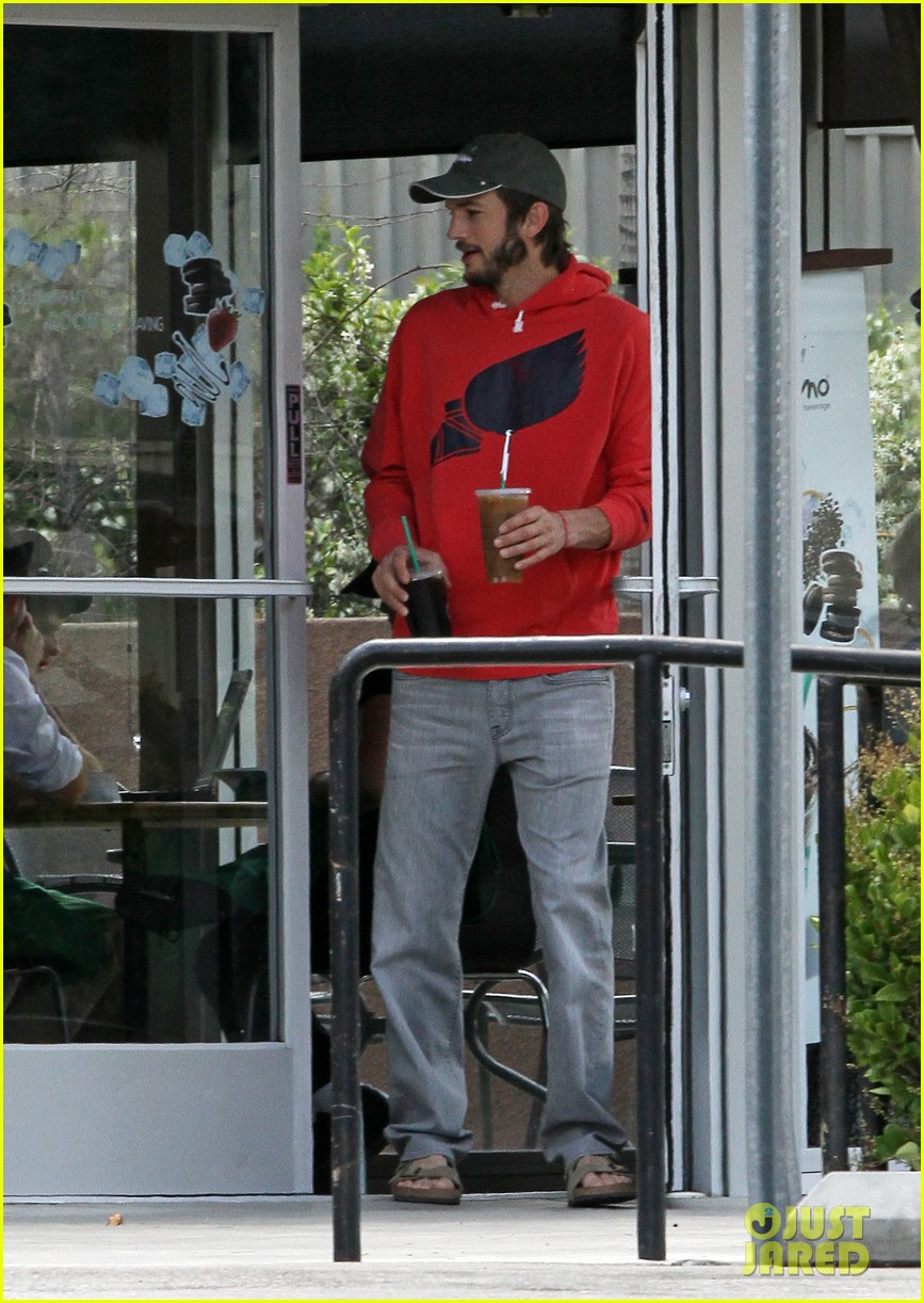 ashton kutcher coffee break 04