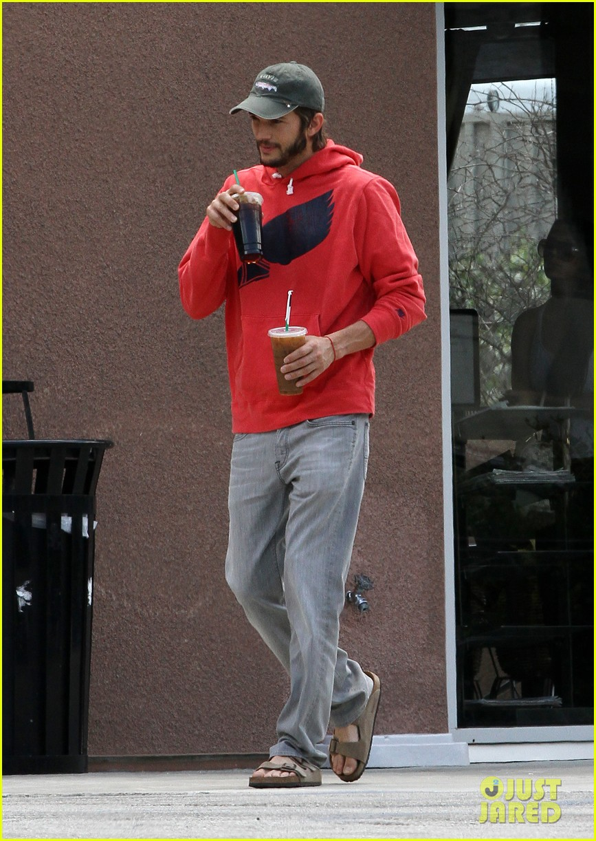 ashton kutcher coffee break 052667097