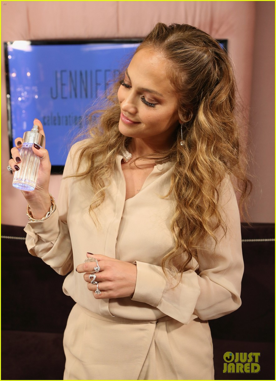 jennifer lopez glowing by jlo launch event 04