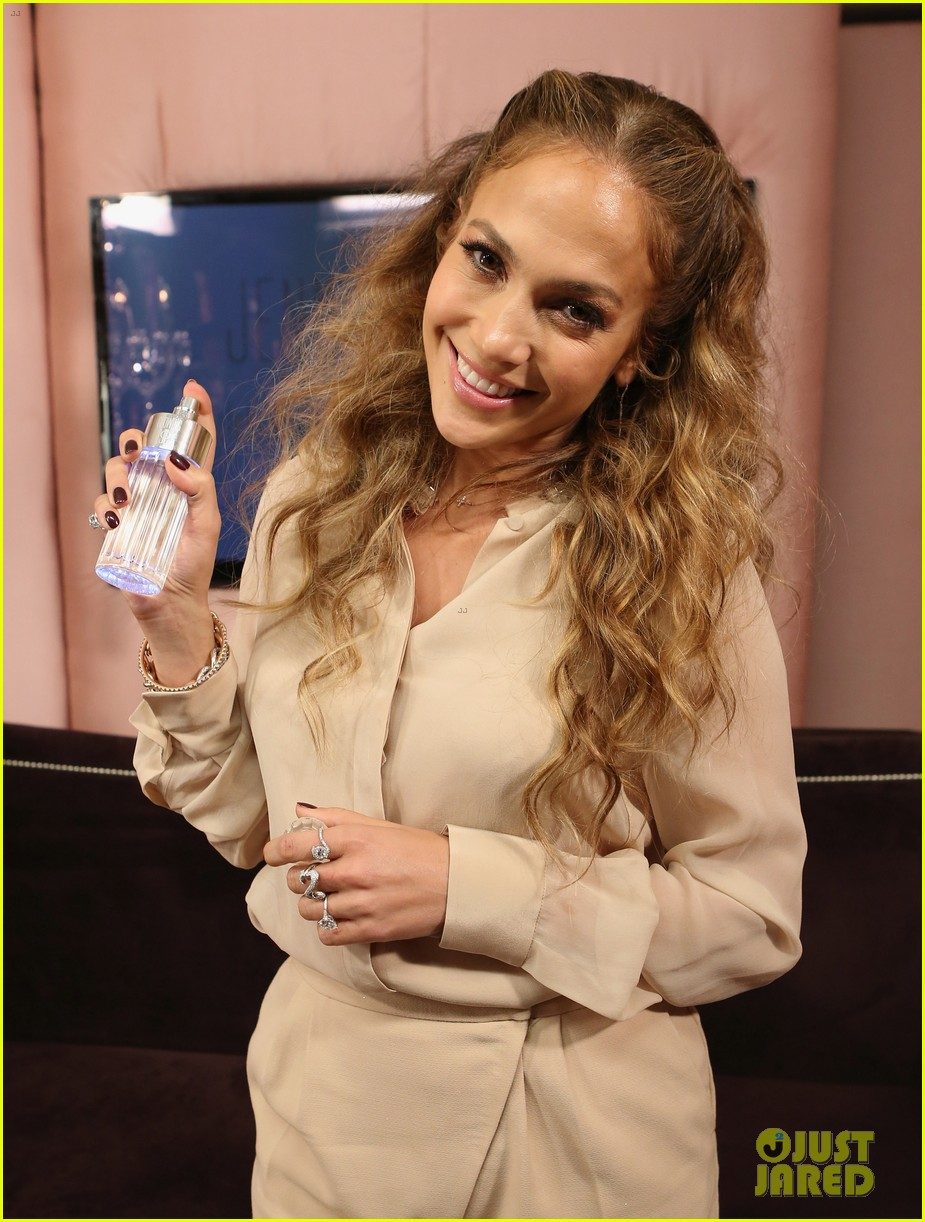jennifer lopez glowing by jlo launch event 06