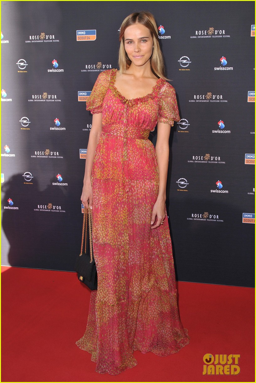 isabel lucas rose dor 01