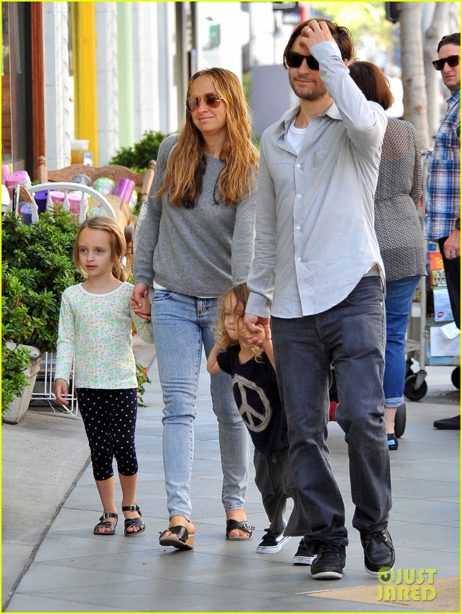 tobey maguire family stroll 112655884