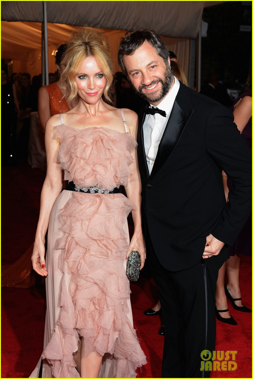 leslie mann met ball 2012 with judd apatow 042658781
