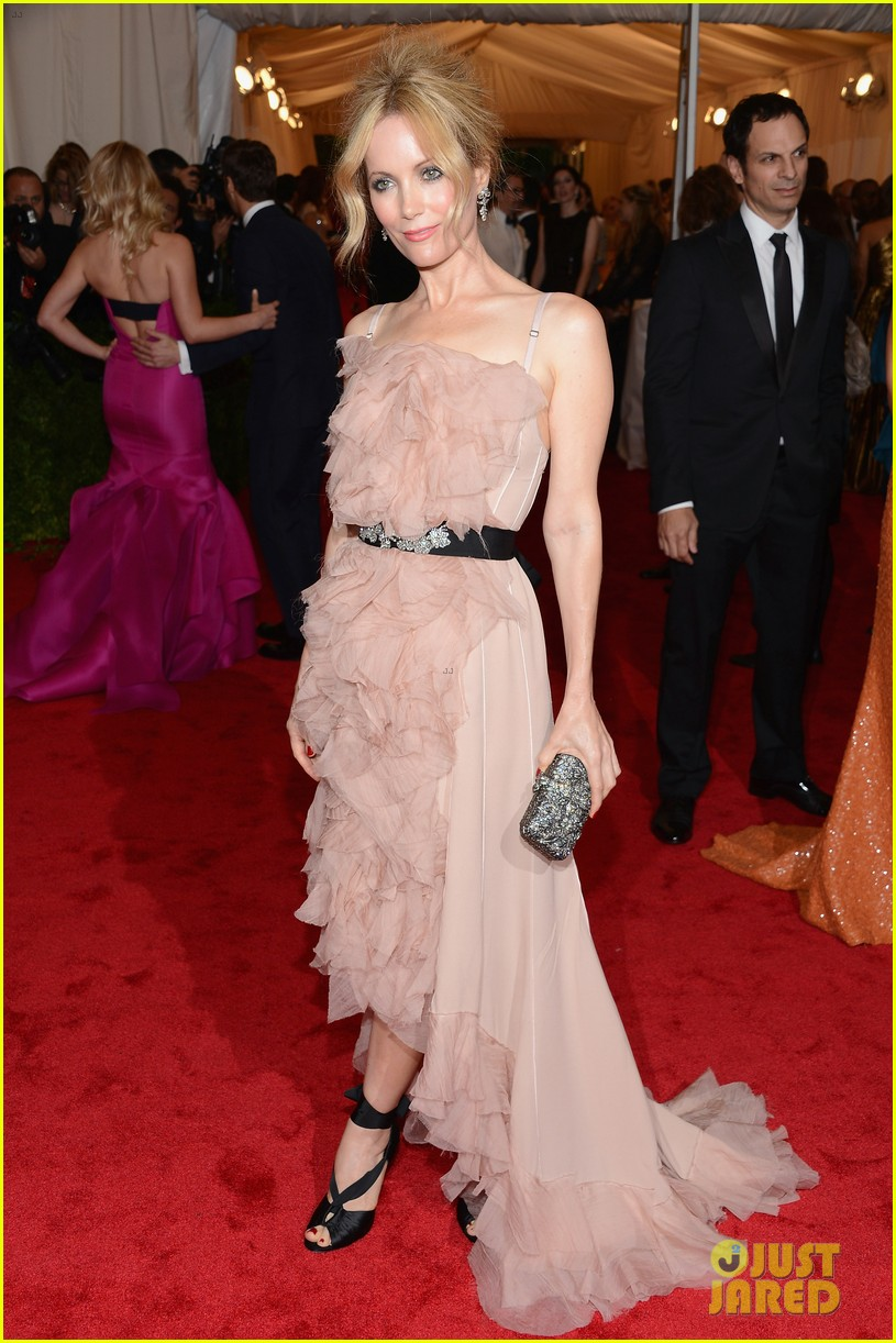 leslie mann met ball 2012 with judd apatow 05
