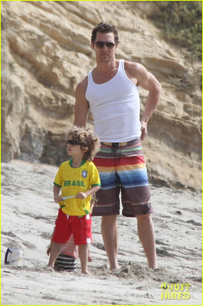 matthew mcconaughey beach day 03
