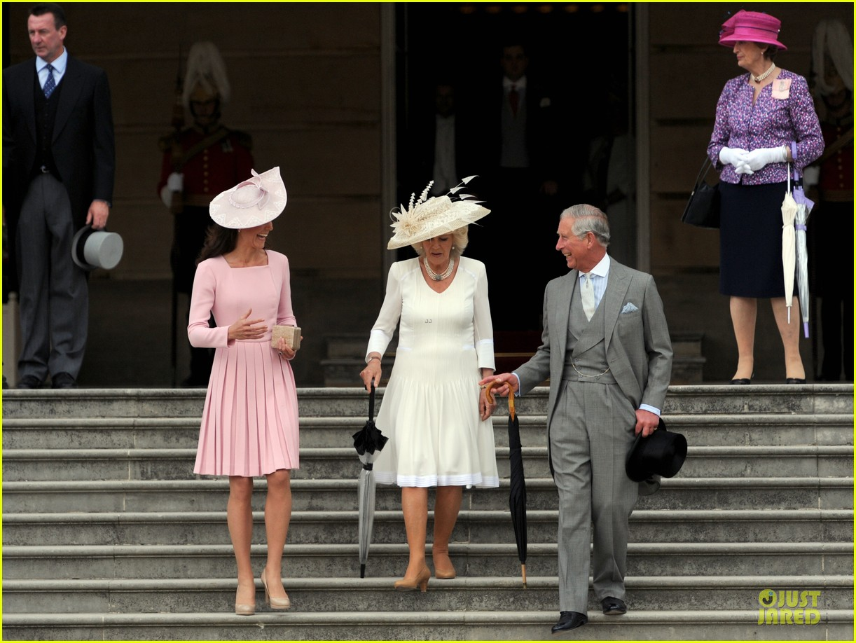 kate middleton buckingham tea party 03