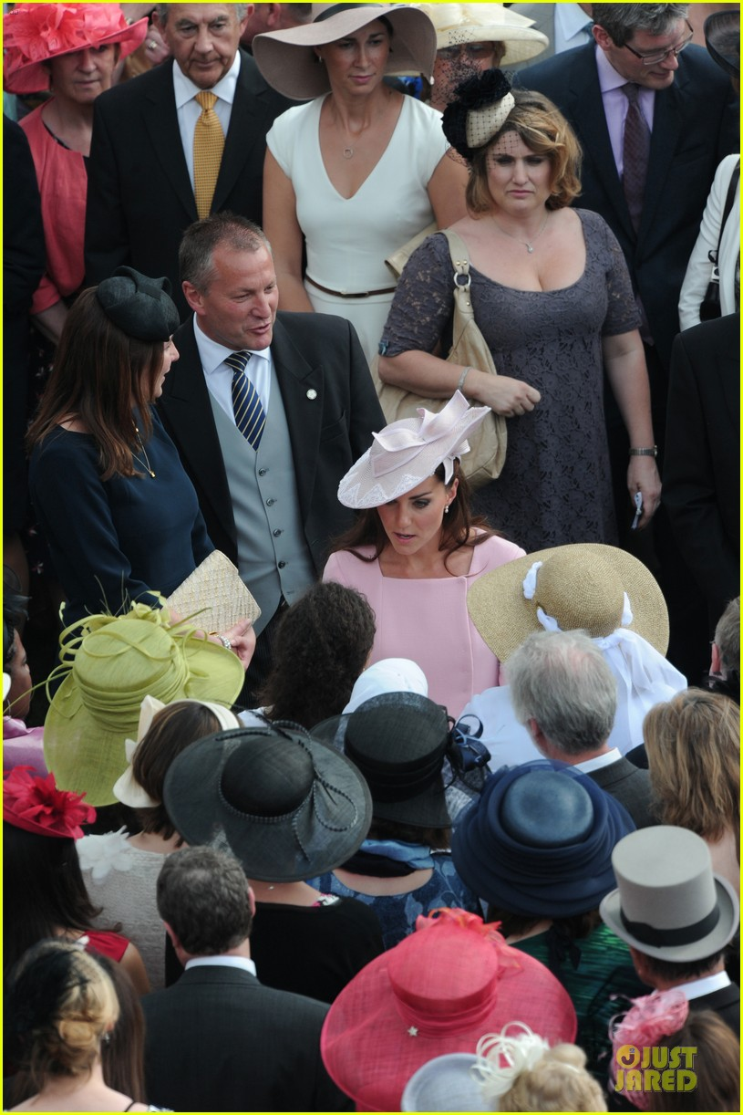kate middleton buckingham tea party 17