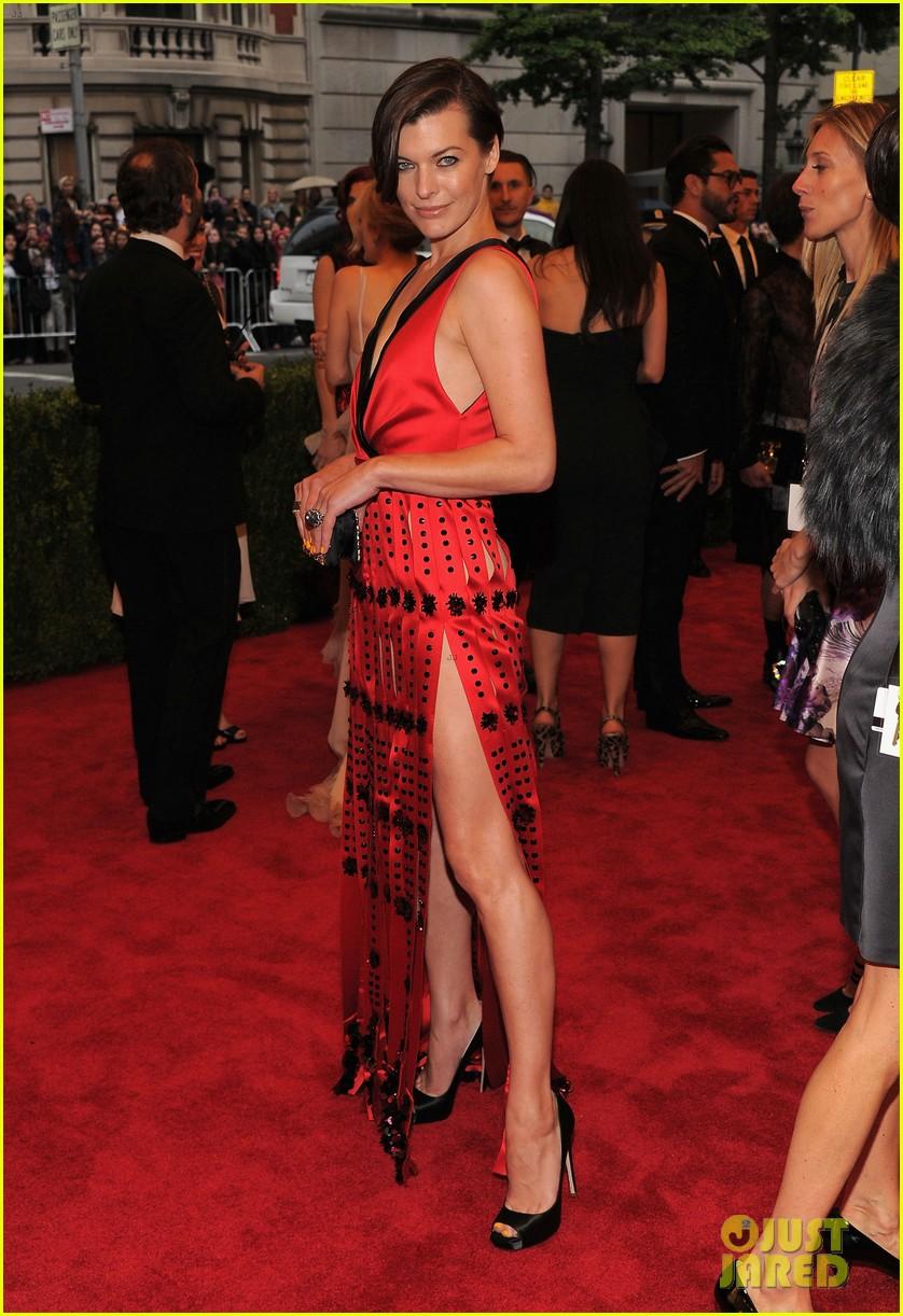 milla jovovich amber valletta met ball 2012 03