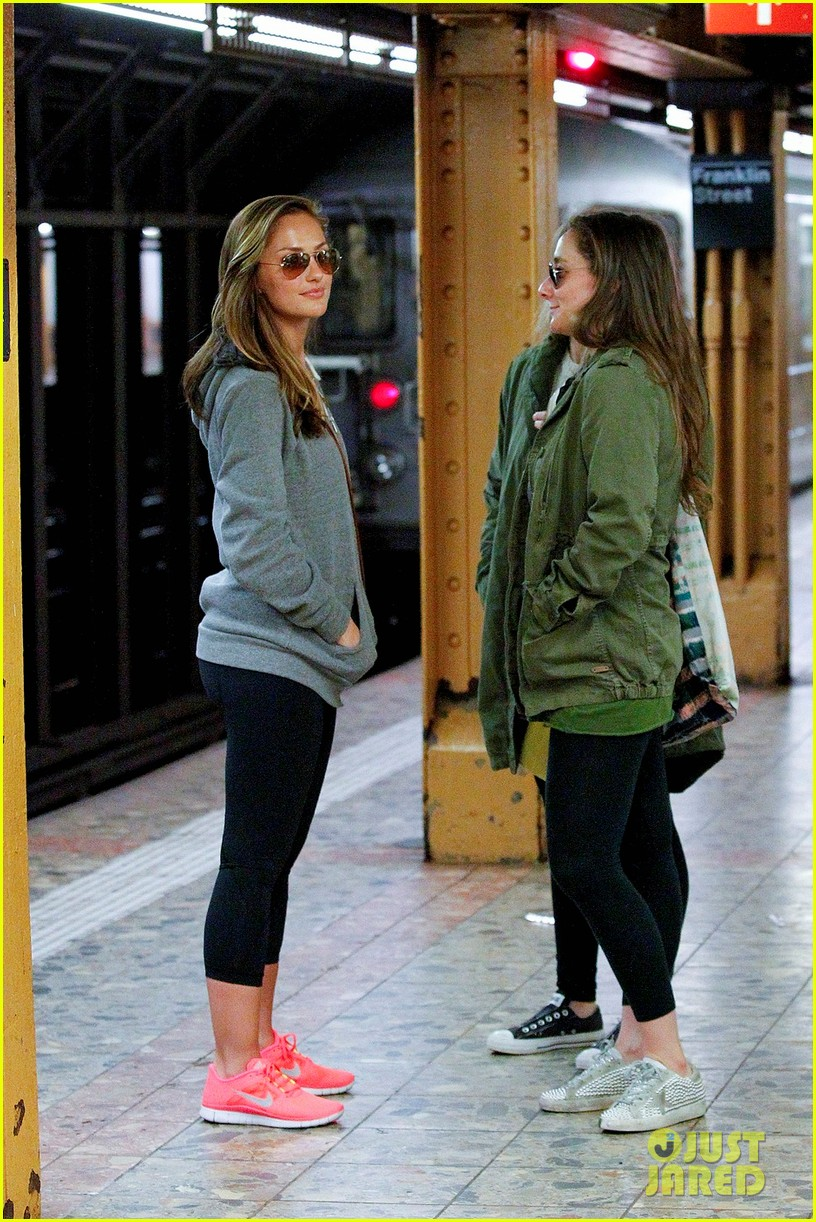 minka kelly subway 04