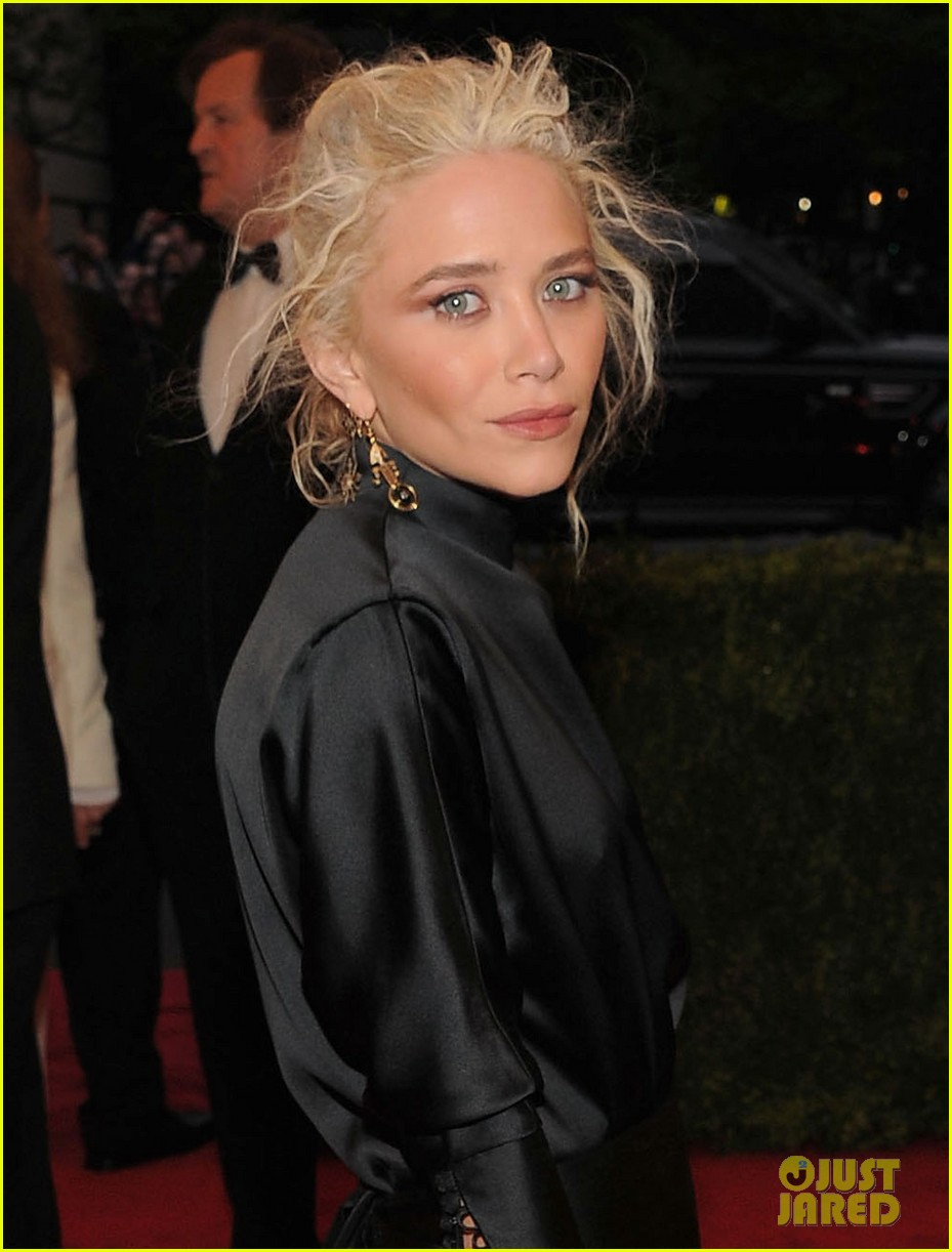mary kate olsen met ball 2012 02