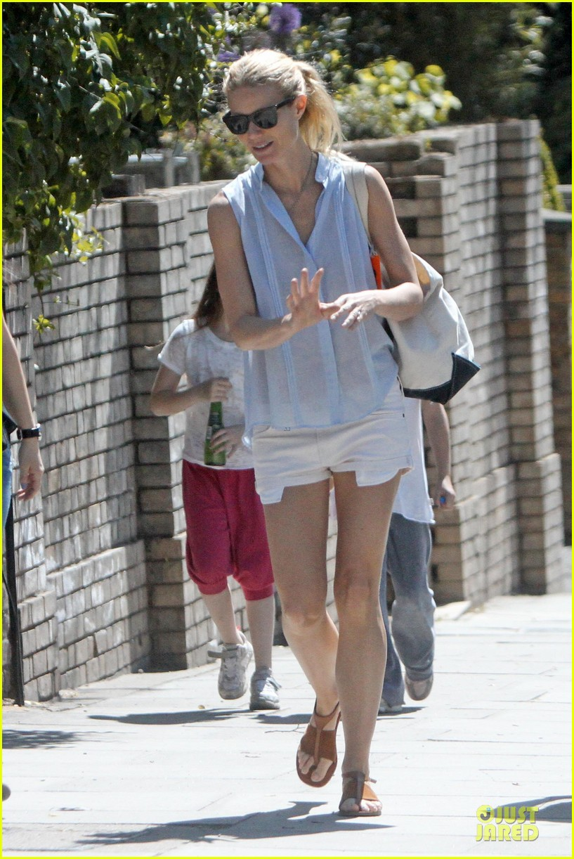 gwyneth paltrow short shorts 032668335