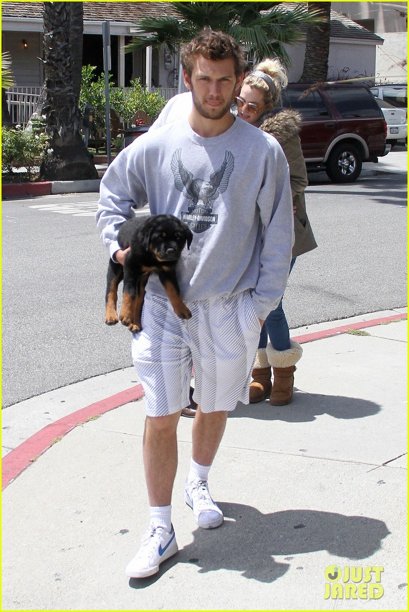 alex pettyfer walk with dog 03