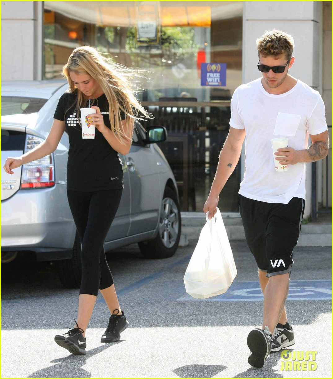 ryan phillippe paulina slagter coldplay lunch 102657960