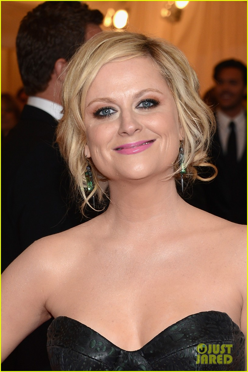 amy poehler met ball 2012 02