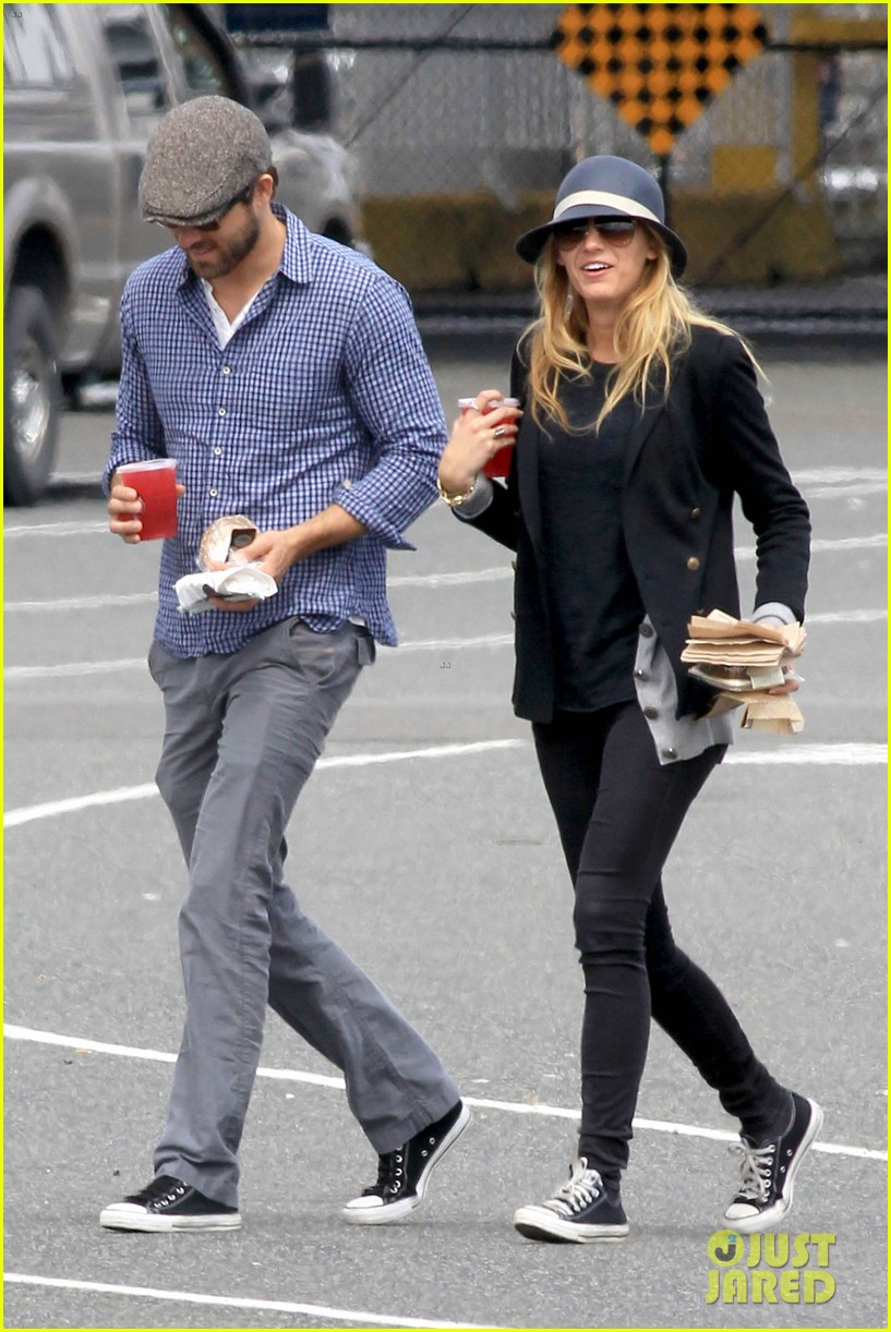 ryan reynolds blake lively ferry ride 11