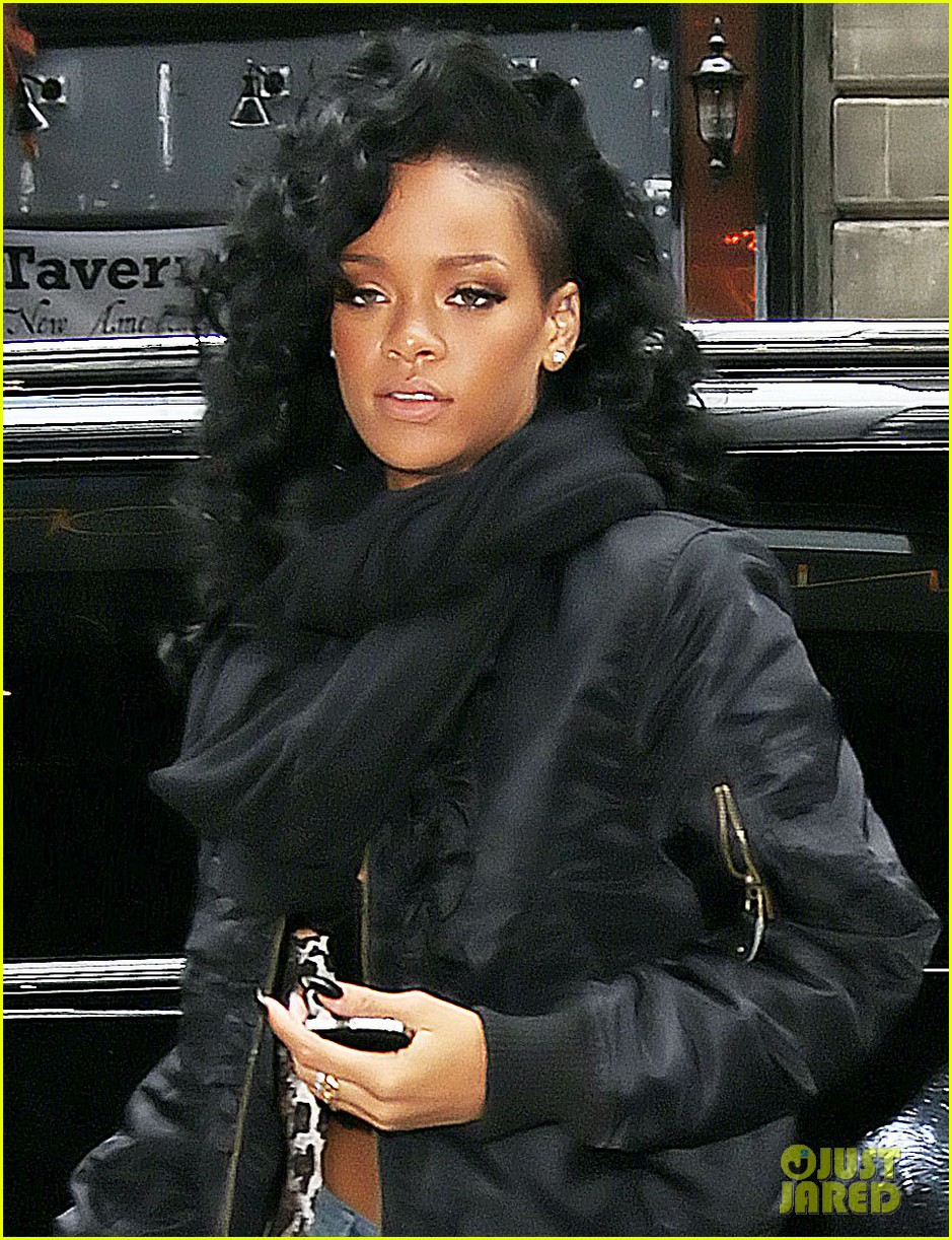 rihanna loves vevos tweets 04
