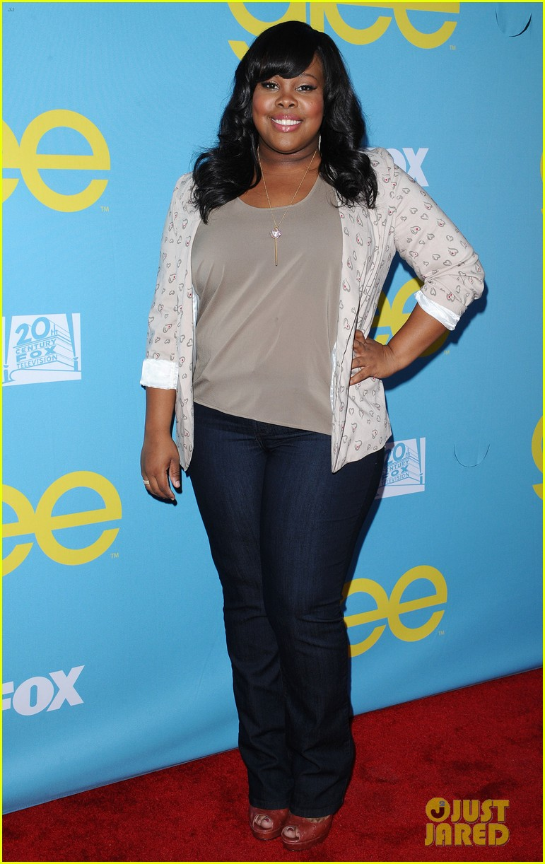 glee amber riley collapses on red carpet 01