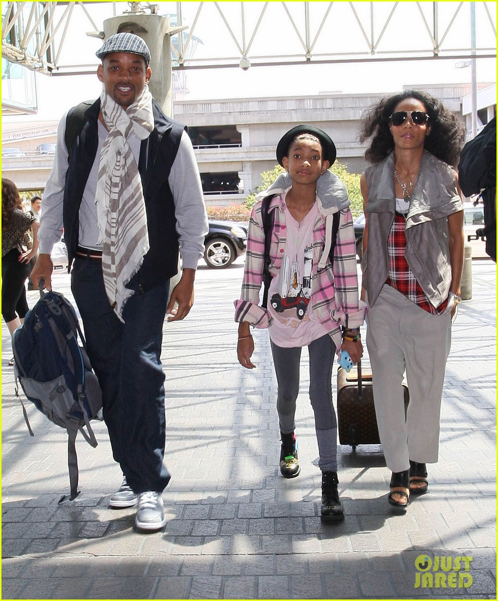 willow smith catches flight at lax with mom dad 08