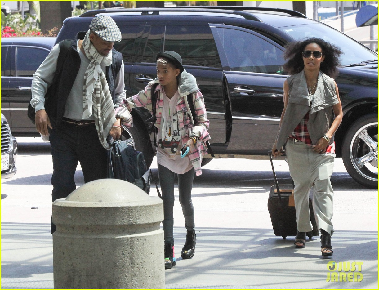willow smith catches flight at lax with mom dad 13