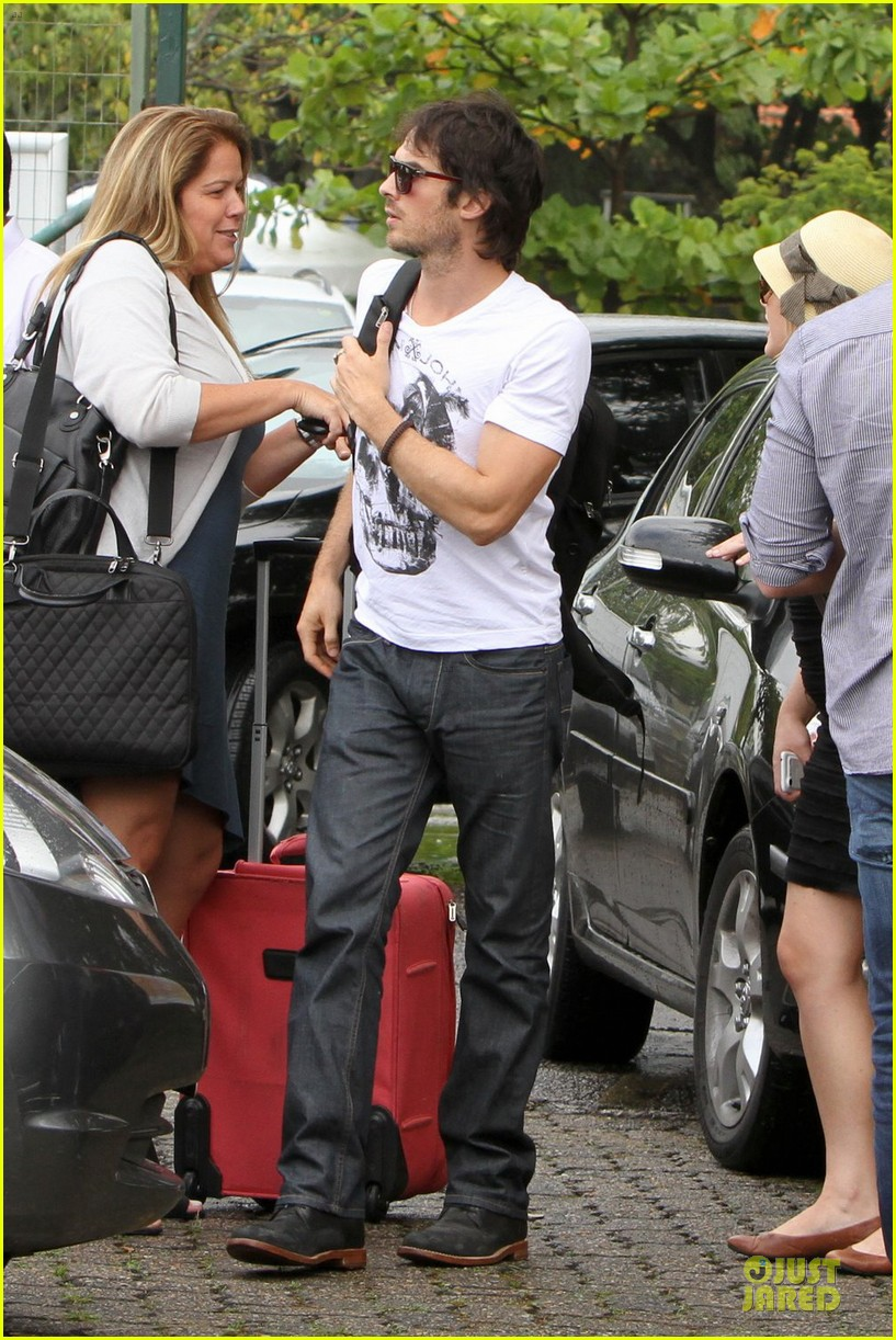 ian somerhalder helicopter ride brazil 03